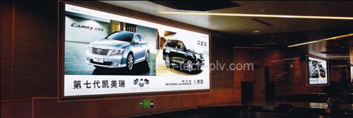 panneau lumineux - panneau tissu pour publicité pour voitures dans un couloir