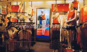hi tech - affichage leds dans un magasin de mode