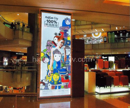 caisson lumineux grand format vertical acrylique pour affichage publicitaire dans un grand magasin