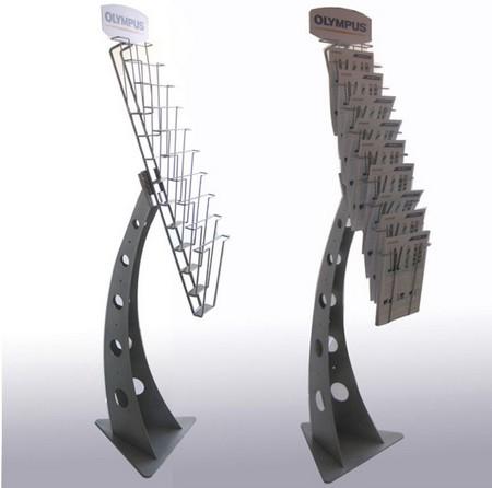 présentoir métal - deux modèles de présentoirs avec bac pour documents et fronton décoré